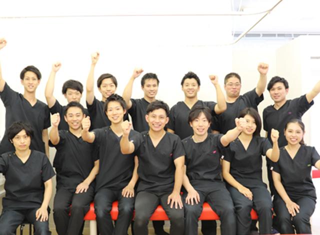 福岡むさし鍼灸整骨院グループスタッフ一同写真
