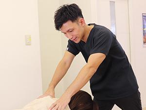 福岡むさし鍼灸整骨院グループの肩こり施術風景