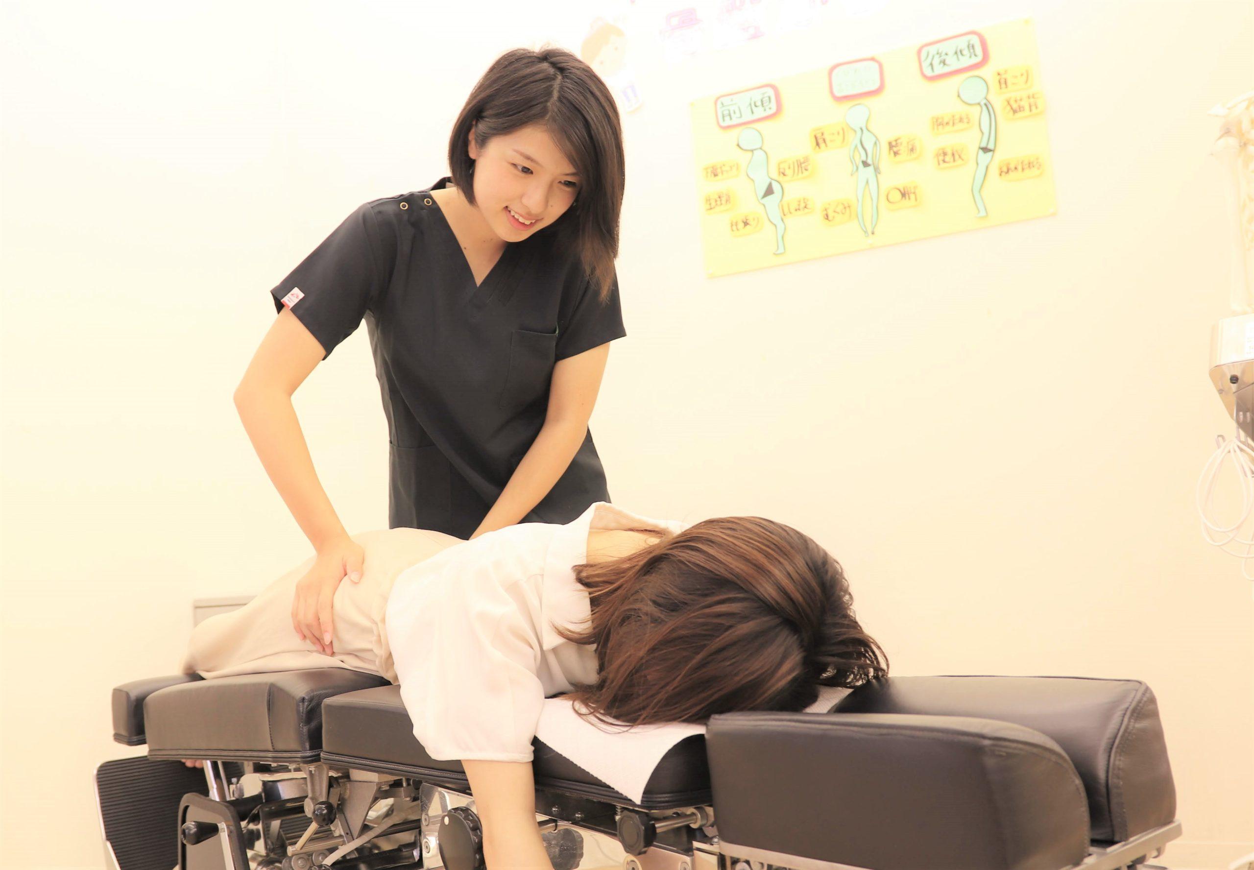 むさし鍼灸整骨院のトムソン矯正の施術写真
