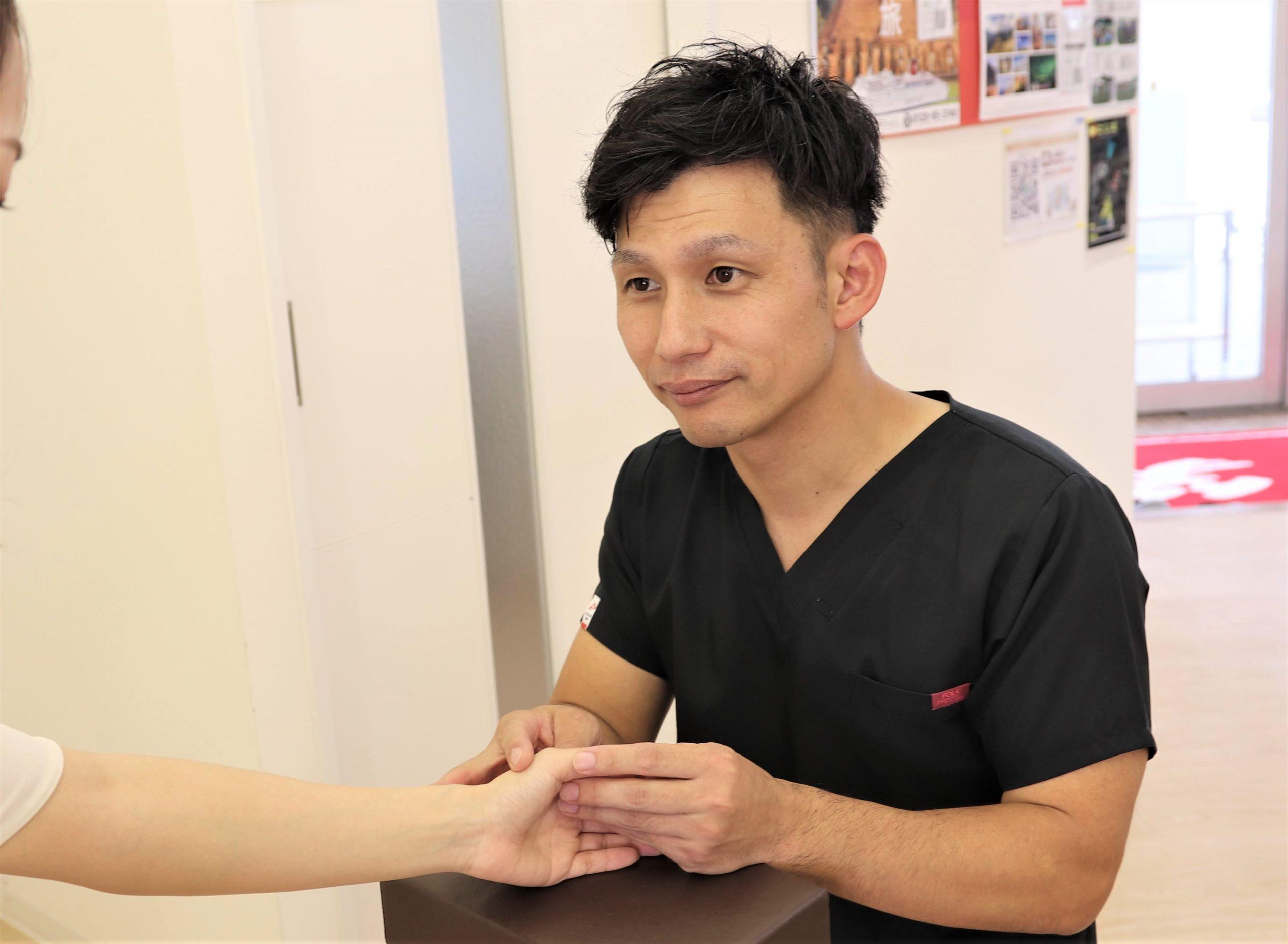 むさし鍼灸整骨院の手の施術写真