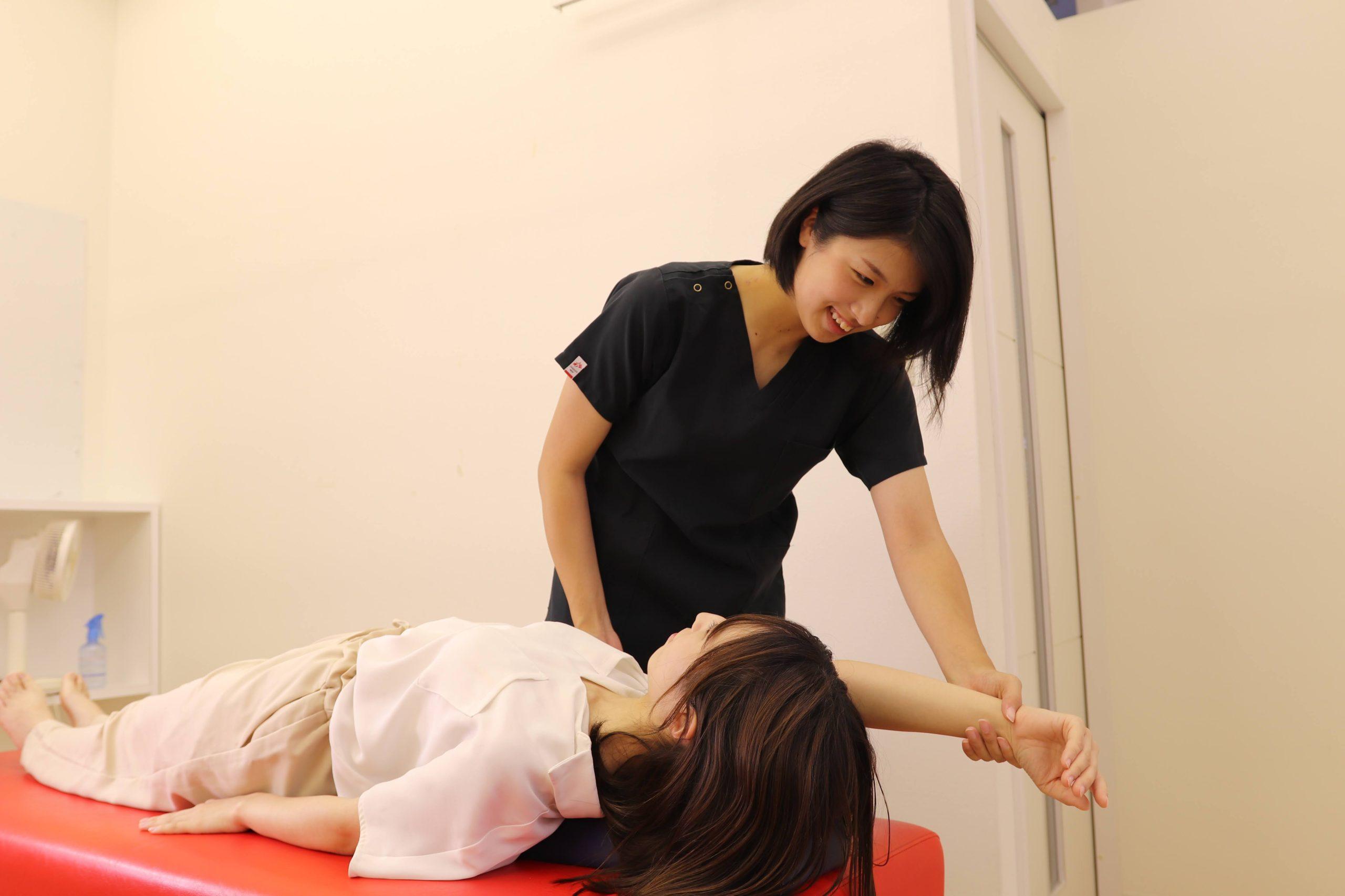 むさし鍼灸整骨院グループの猫背施術写真